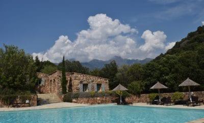 Pourquoi louer une villa en Corse au lieu de séjourner à l'hôtel ?
